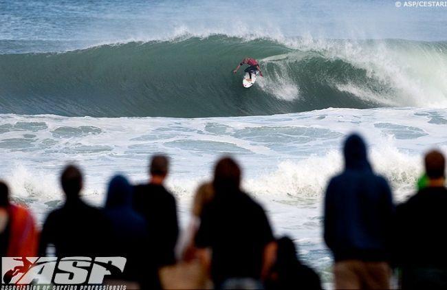 A quelle vitesse vont les surfeurs sur une vague ?