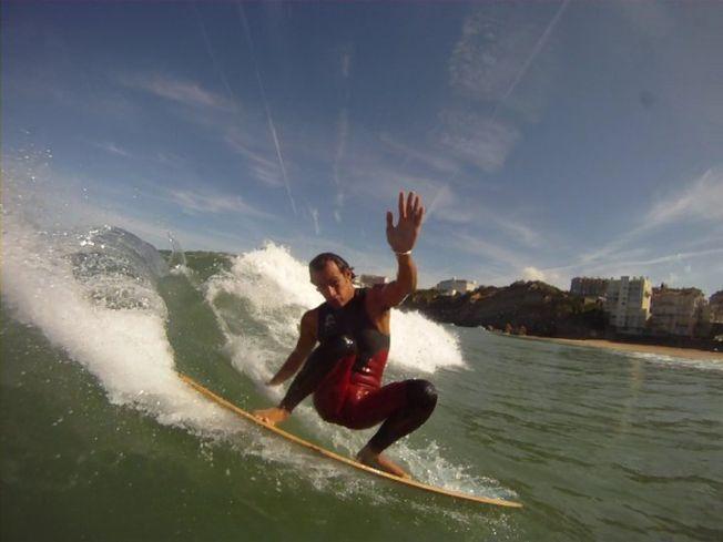 Alaia : retour au surf originel sur une planche en bois