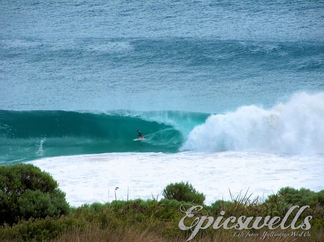 Super Session : Taj Burrow surfe une houle cyclonique en West Oz