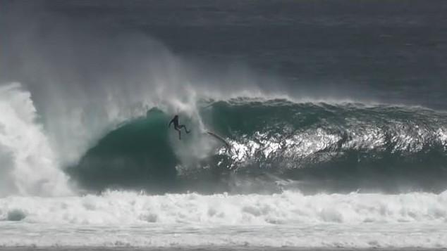 Visions d'un surfeur bien calé dans le tube à G-Land