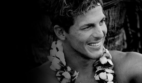 La famille du surfeur Andy Irons s'adresse aux médias