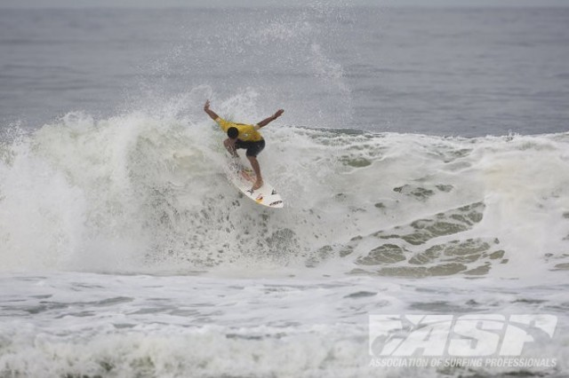 Billabong Pro Rio : la blessure de Michel Bourez