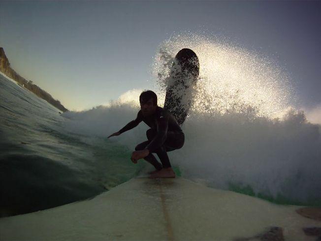 Du danger de lâcher sa planche de surf sous une vague…