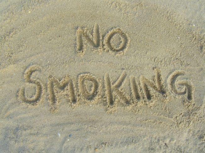 Sondage : trois Français sur quatre favorables à une interdiction de fumer à la plage