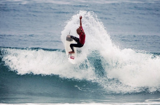 Kelly Slater taclé par Jamie O'Brien dans le Power Rankings de Surfline