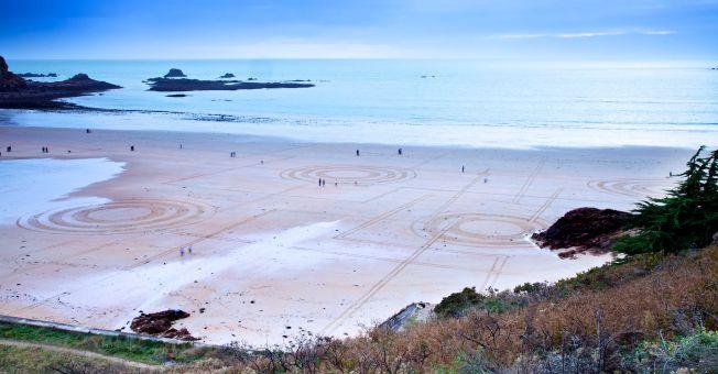 Sam Dougados : un surfeur de Biarritz champion du monde d'art sur le sable