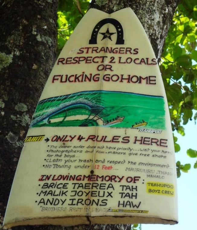 Quatre règles (et un principe) à connaître pour surfer Teahupoo à Tahiti