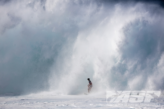 Pipeline Masters 2011 : les surfeurs hawaiiens au rendez-vous des conditions