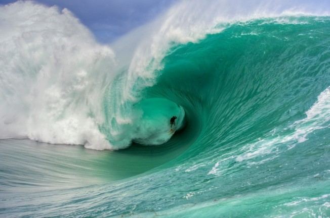 Nathan Fletcher surfe la vague la plus monstrueuse de l'année 2011 à Teahupoo
