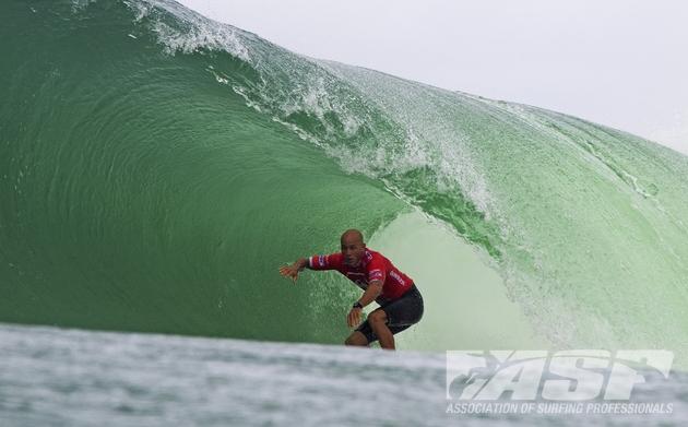 Pour Kelly Slater, les drogues n'apportent rien au surf en compétition