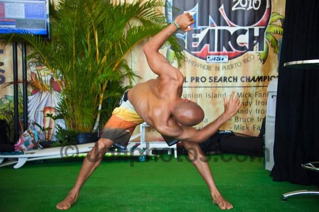 Stretching : Kelly Slater est l'homme caoutchouc !