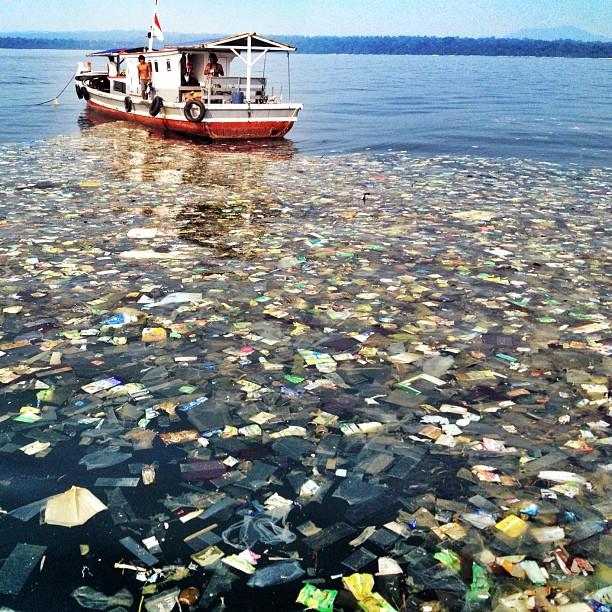 Twitter : Kelly Slater exprime son dégoût de la pollution de la mer à Bali