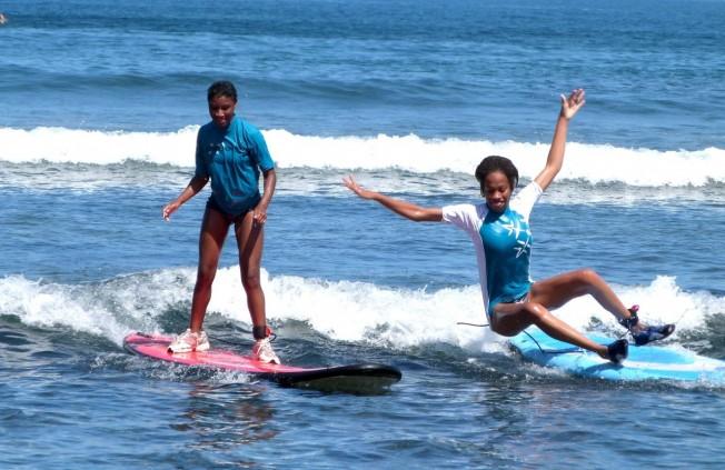 Surf & Handicap mental : une expérience concluante sur l'Île de La Réunion