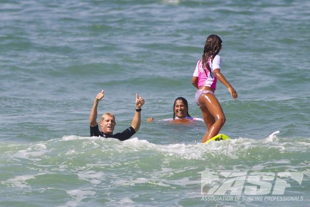 Billabong Rio Pro 2012 : Mick Fanning fait surfer des enfants déficients visuels et moteurs