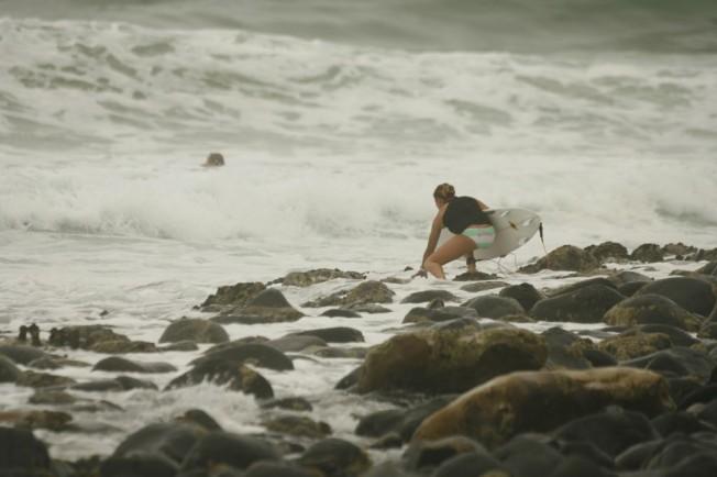 Conseils pour le surf : se mettre à l'eau depuis des rochers (et sortir)