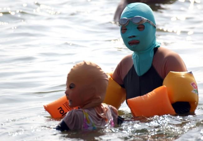 Face-Kini : une protection du visage contre le bronzage en Chine