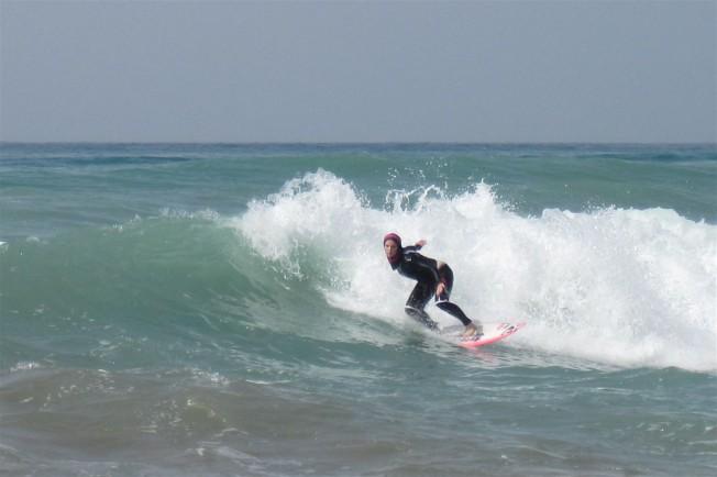 Surf Trip: Easkey Britton première surfeuse en Iran