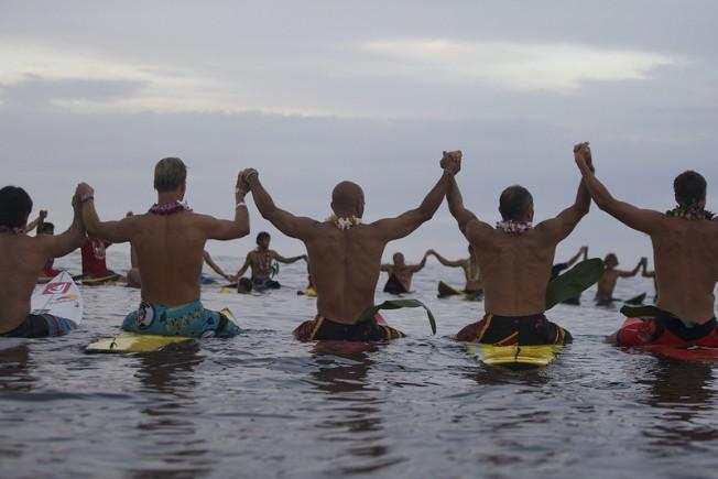 Quiksilver Eddie Aikau : début de la période d'attente pour Waimea
