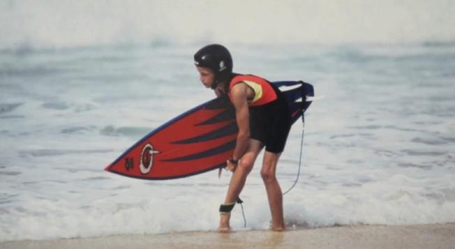 Question pour un Champion: qui sont ces jeunes surfeurs casqués ?