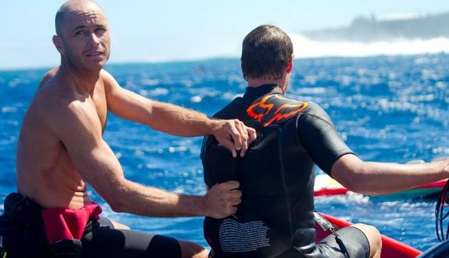 Ian Walsh se sort d'une situation délicate à Jaws avec sa veste gonflable