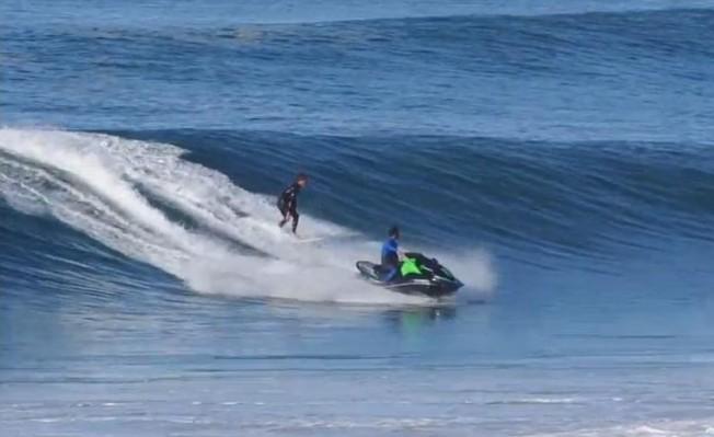 Surf & Jet-Ski dans les vagues: le Débat