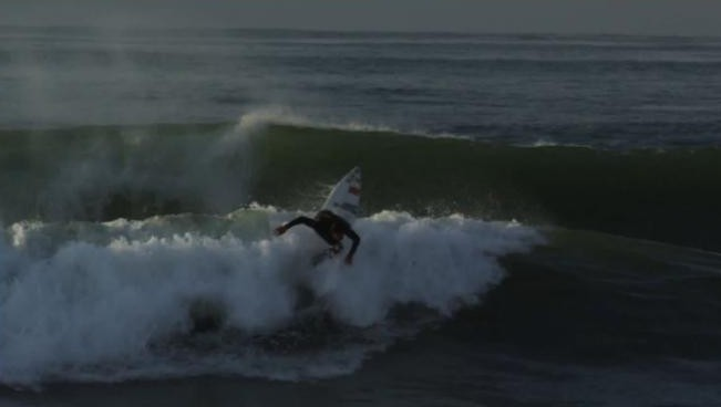 Snowboard le matin, Surf le soir pour Antoine Delpero