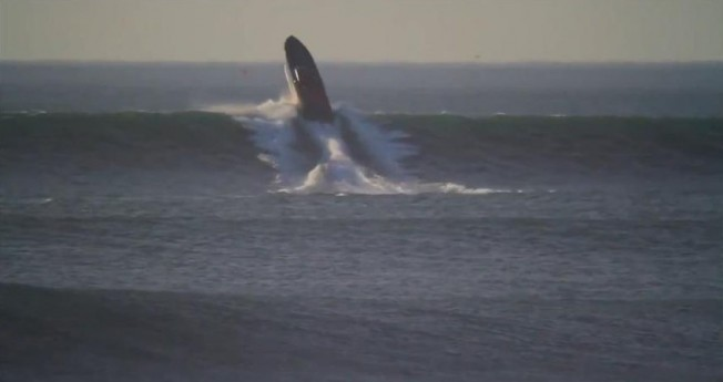 Insolite: un Bateau Fou tente un Air à Ocean Beach