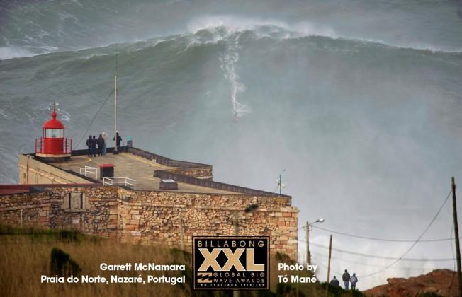 Plus grosse vague surfée: Garrett McNamara récidive à Nazaré au Portugal