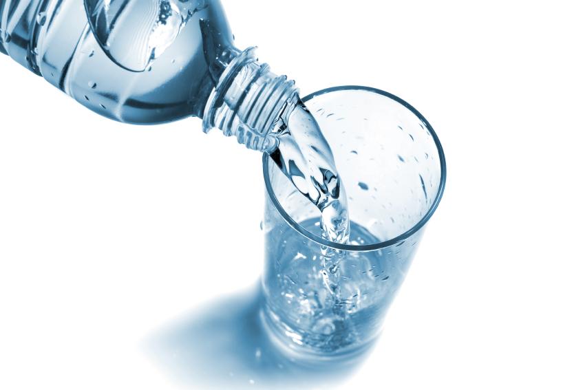 Eau en bouteille pas de polluant dans 8 bouteilles sur 10 - Bouteille d eau en verre ikea ...