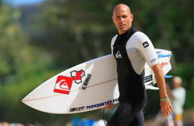 Kelly Slater s'engage contre les OGM à Hawaii