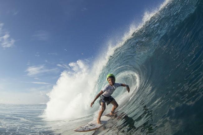 Kauli Vaast, 11 ans, surfeur de Teahupoo