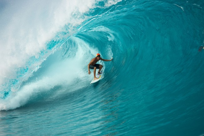 Ils ont surfé Teahupoo avec un casque