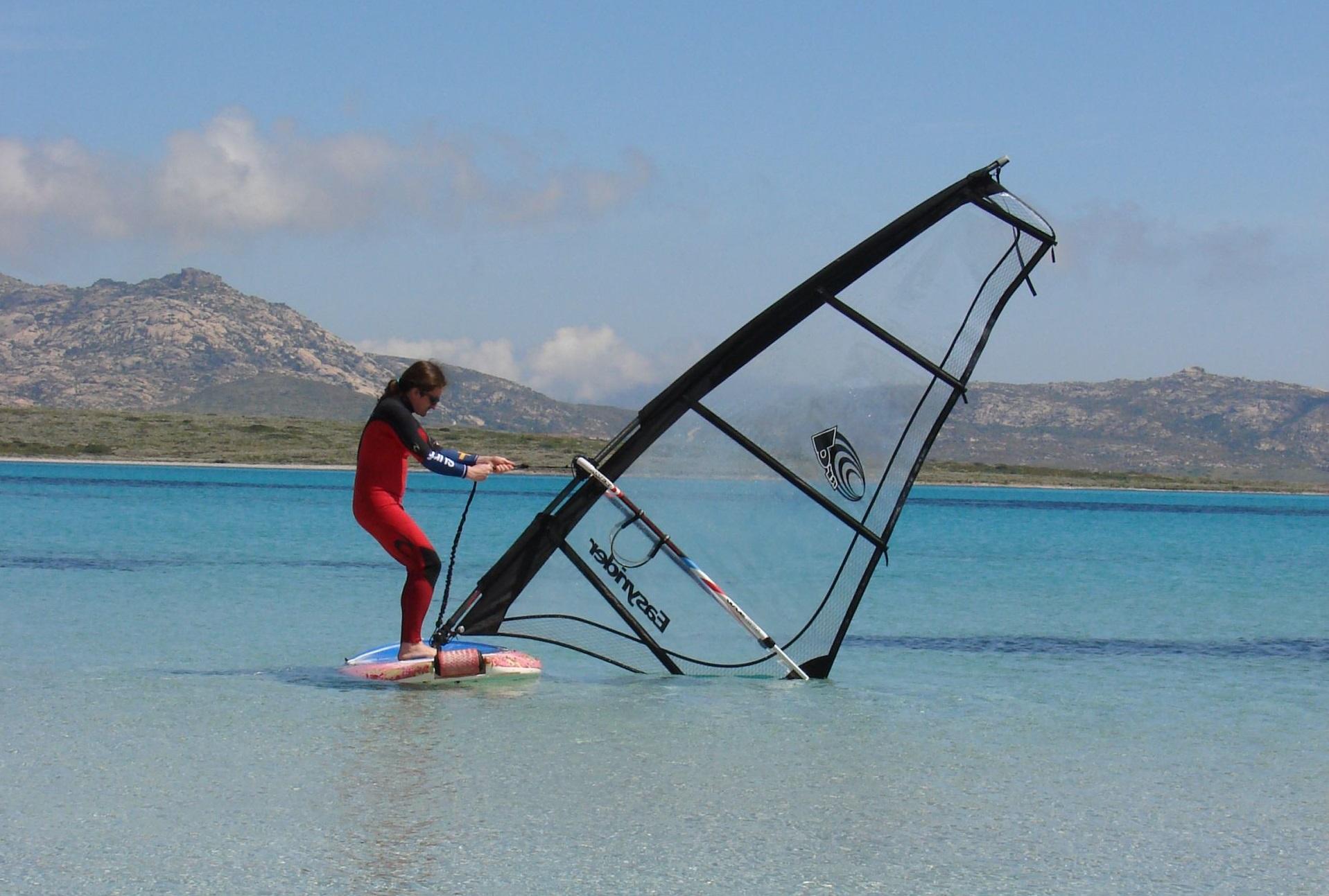 initiation au windsurf en sardaigne. Black Bedroom Furniture Sets. Home Design Ideas
