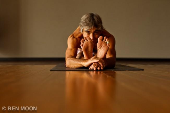 Gerry Lopez trouve son équilibre dans le Yoga et le SUP