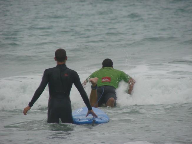 Des Soldats blessés rééduqués par le Surf sur la Côte Basque