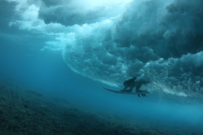 Comprendre la Poussée d'Archimède dans l'Eau de Mer