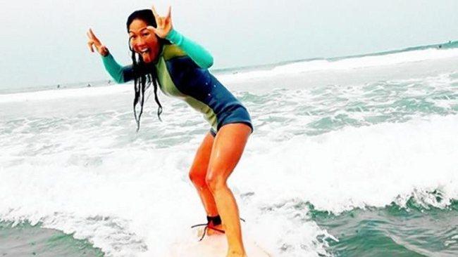 Julie Chang découvre une Tumeur Cérébrale après un Accident de Surf