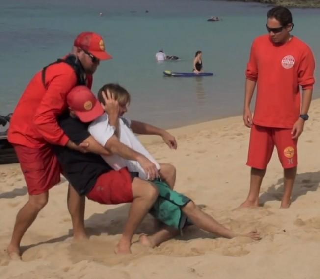 Gros Surf: la Leçon de Sécurité de Brian Keaulana