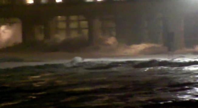 Biarritz submergée par des Vagues énormes