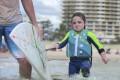 Quincy Symonds : Surdouée en Surf à 6 ans malgré la Maladie