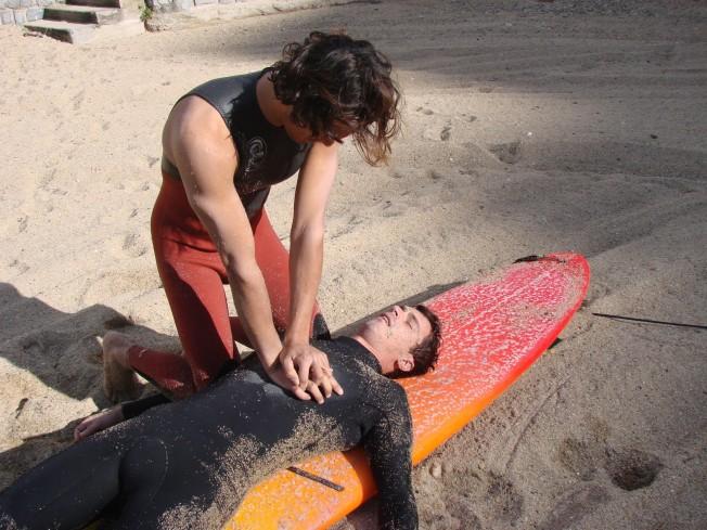 Massage cardiaque surfeur