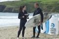 Des Prélèvements Rectaux sur des Surfeurs pour rechercher des Bactéries