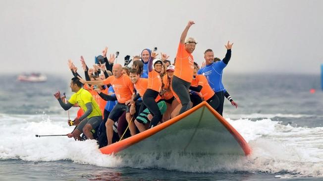 record surfeurs sur la meme planche