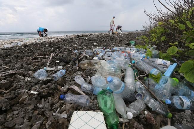 maldives pollution