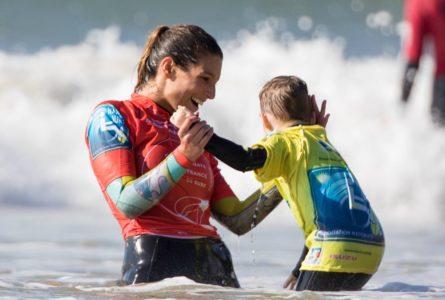 Laury Thilleman devient nouvelle Marraine d'Handi Surf !