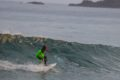 Il prend en Photo son Fils en train de Surfer au-dessus d'un Requin…