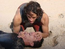 Le bouche-à-bouche n'est pas superflu chez un surfeur victime de noyade. Copyright Surf Prévention.