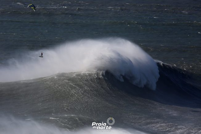 Nazaré : Records en Kite Surf et en Goliath SUP