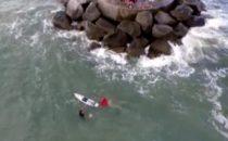 Un Pêcheur sauvé par un jeune Surfeur de 13 ans !